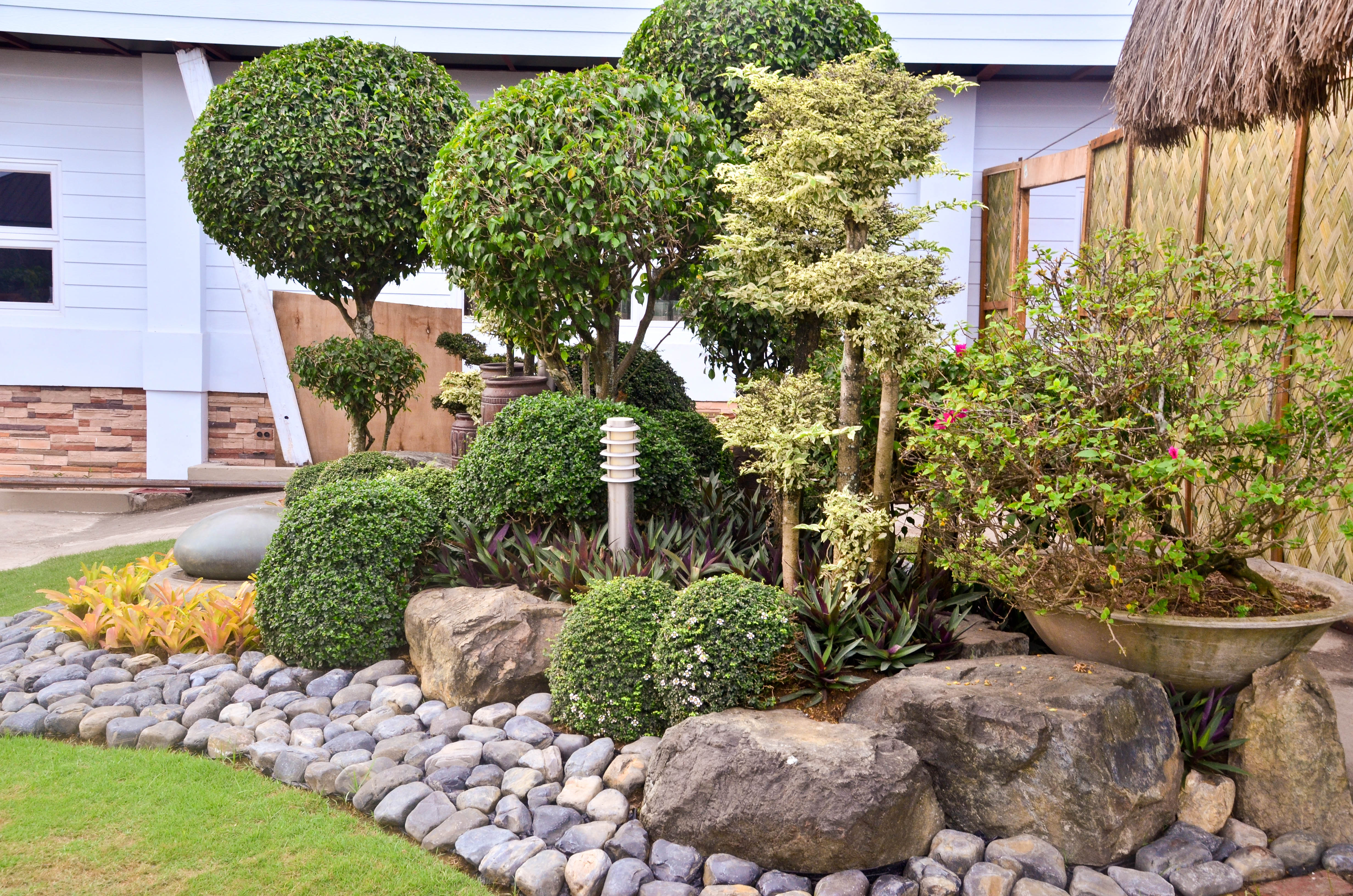 Boulders for Large Landscape Rocks - HomesFeed on Small Garden Ideas With Rocks id=66791