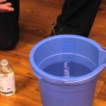 simple way to deep cleaning hardwood floors by using vinegar