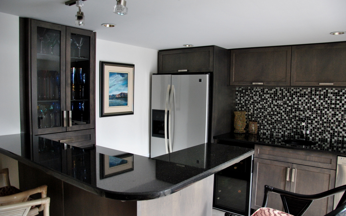 Gorgeous Inspiring Images of Granite Countertops - HomesFeed on Black Granite Countertops Kitchen  id=80150