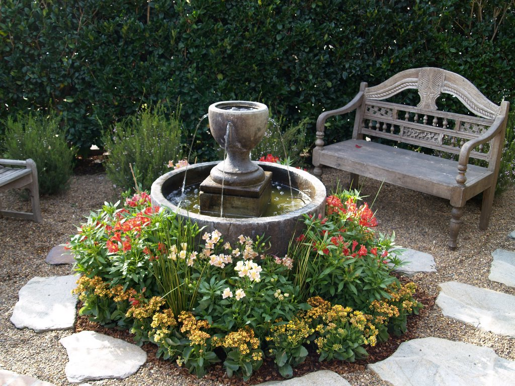 Small Garden Idea With Fountain In Round Bowl Low Growing Flowers And Stone Walkway Unique Front Yard