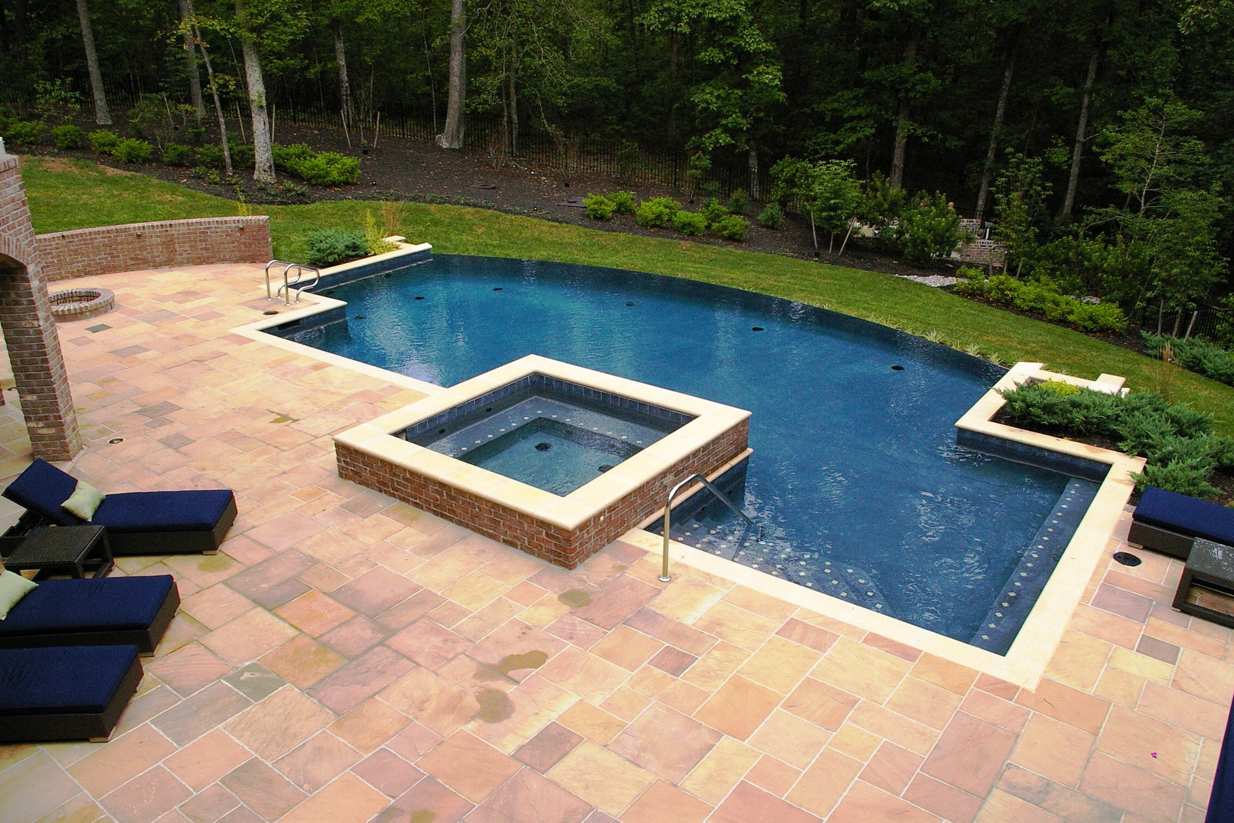Swimming Pool Design for Your Beautiful Yard | HomesFeed