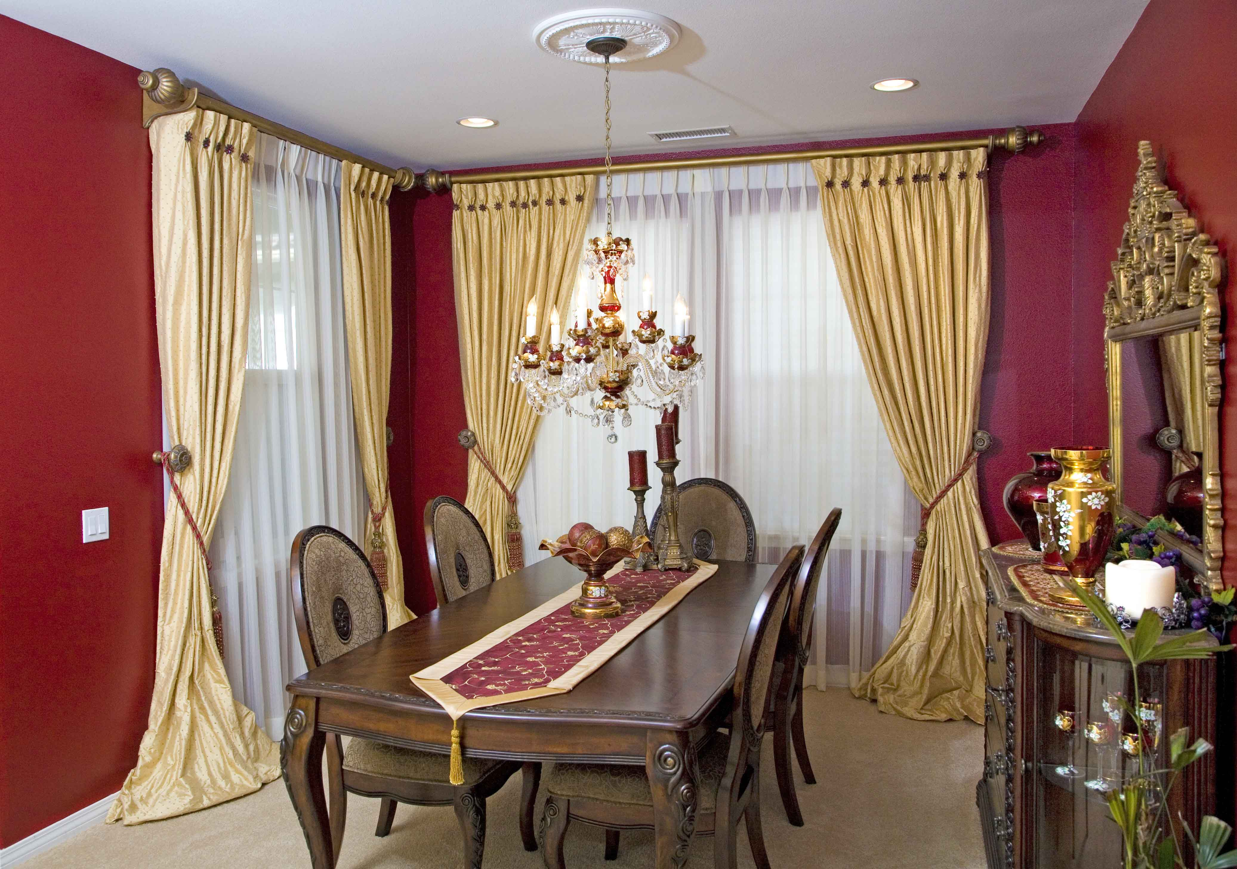 Window treatments for dining room ideas homesfeed Dining room window curtains