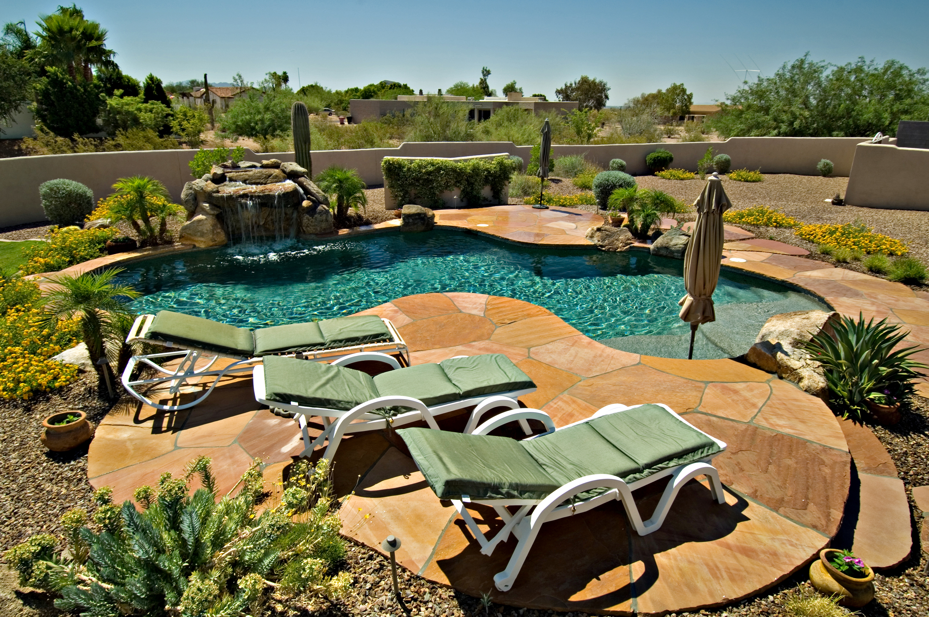 Backyard Pool Landscaping Ideas | HomesFeed on Backyard Inground Pool Landscaping Ideas id=22347