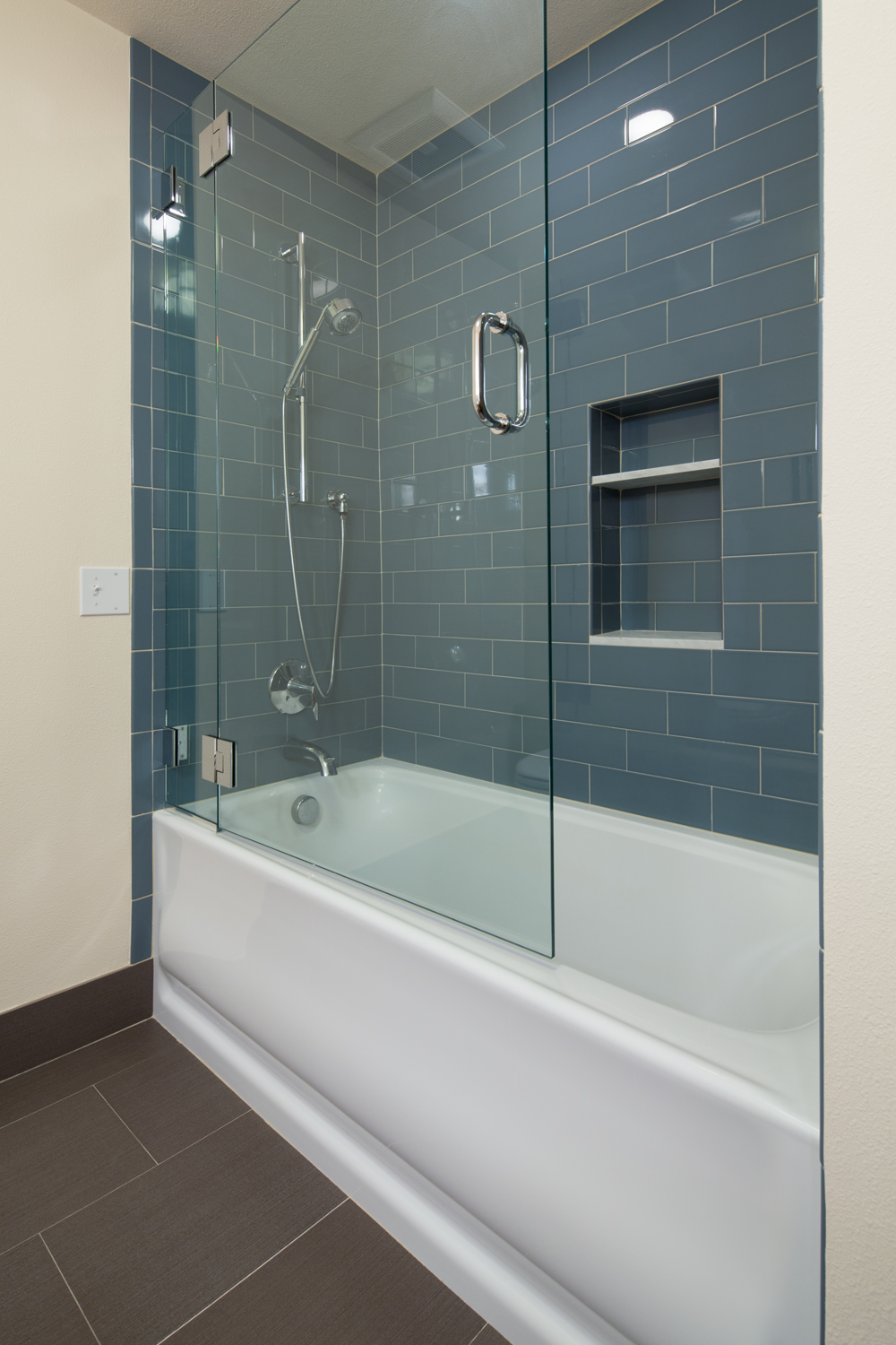 Genial Frameless Glass Panel With Chrome Handle For Larger Built In Corner Bathtub  Blue Deep Ocean Ceramic