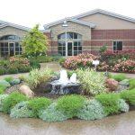 Garden With Water Fountain Of Round Garden Shape
