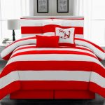 Luxurious comforter with red and white line motif