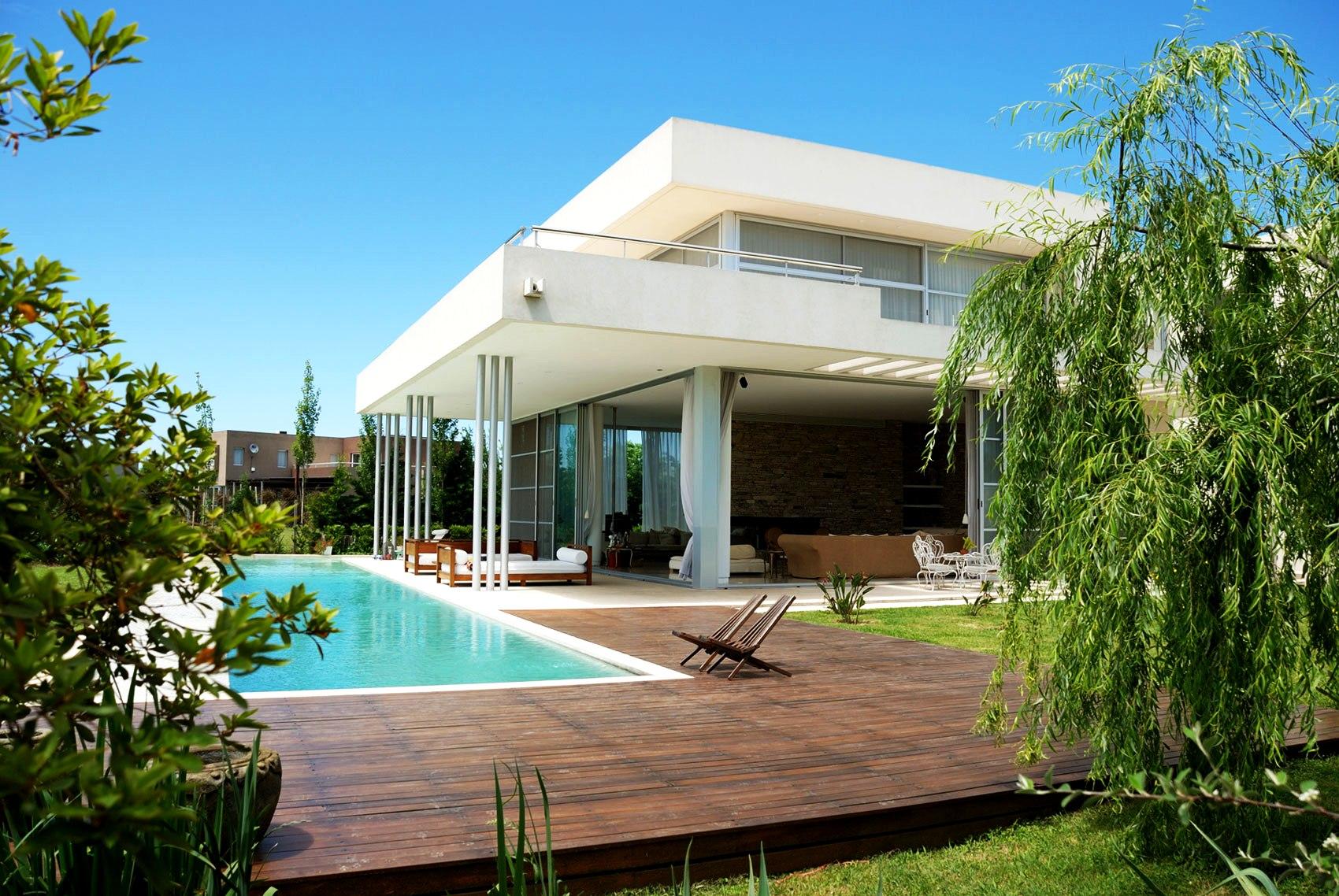 Backyard Pool Landscaping Ideas   HomesFeed on Modern Backyard Ideas With Pool id=94139