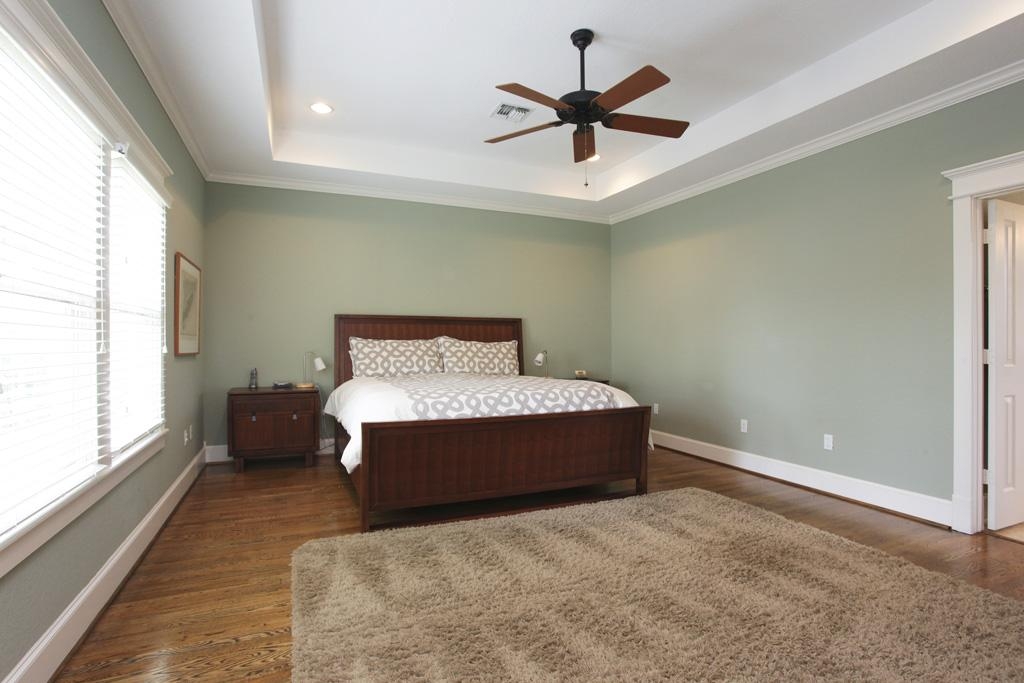 Recessed ceiling fan for a sleek ceiling look homesfeed Master bedroom ceiling fans with lights