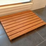 Simple wood shower mat with low legs