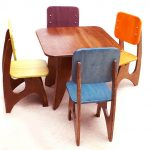 Simple wood small table four units of wood chairs with multiple color seat and backrest