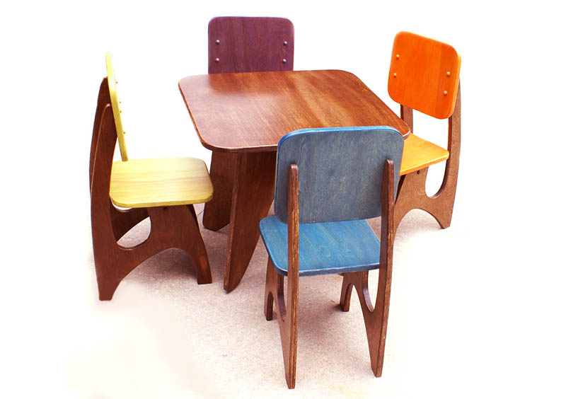 Simple Wood Small Table Four Units Of Chairs With Multiple Color Seat And Backrest