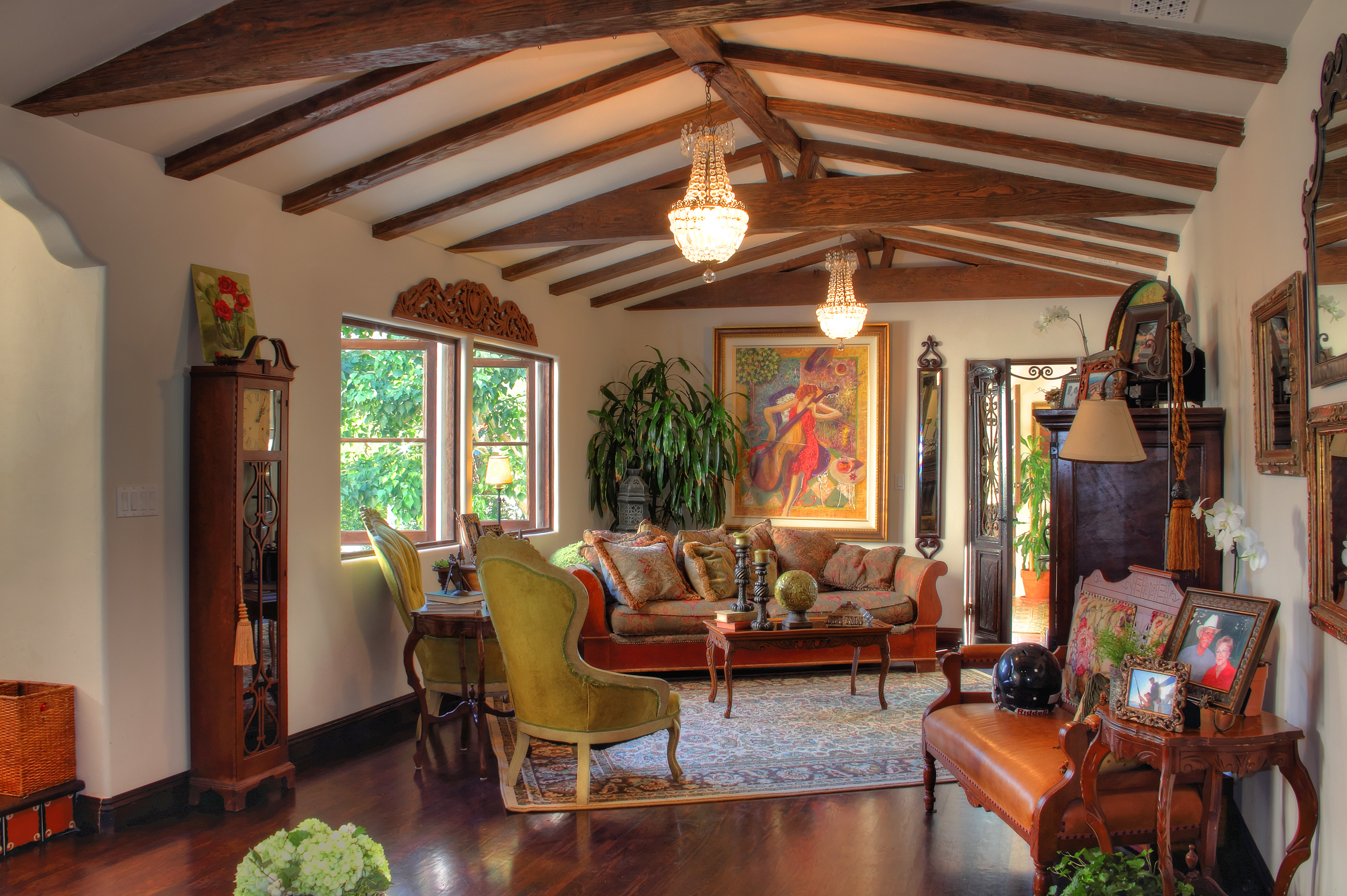 Living Room Spanish Style Design - HomesFeed