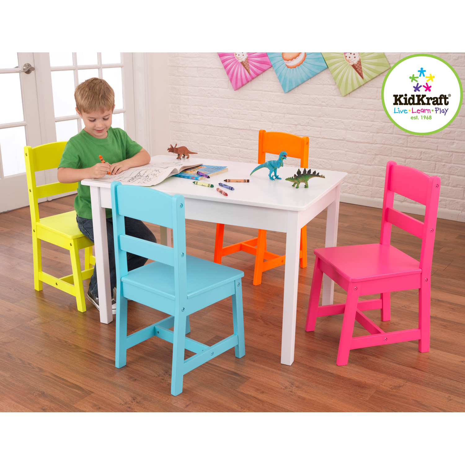 Simple and minimalist table and chair for toddlers homesfeed for Mesa y silla infantil