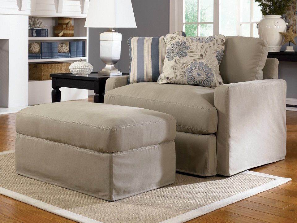 Comfortable Oversized Chairs with Ottoman – HomesFeed