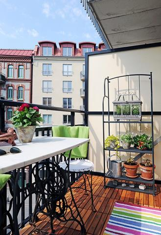 Creating Perfect Angle with Some Audacious Balcony Ideas ... on Apartment Backyard Patio Ideas id=87349