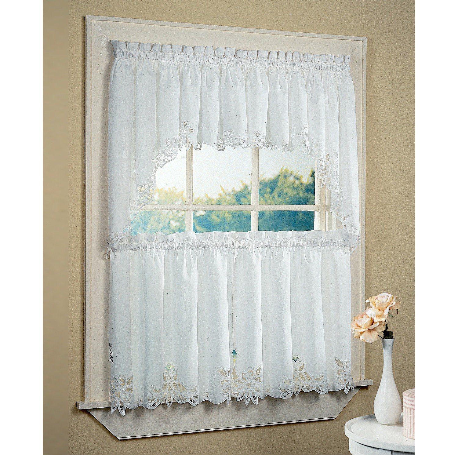 Half window curtains ideas homesfeed Curtain ideas for short windows