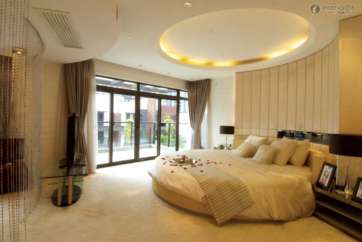 Ceiling bedroom designs homesfeed for Four bedroom design