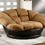 Ultra comfy and big lounge chair in brown and black leather for the base