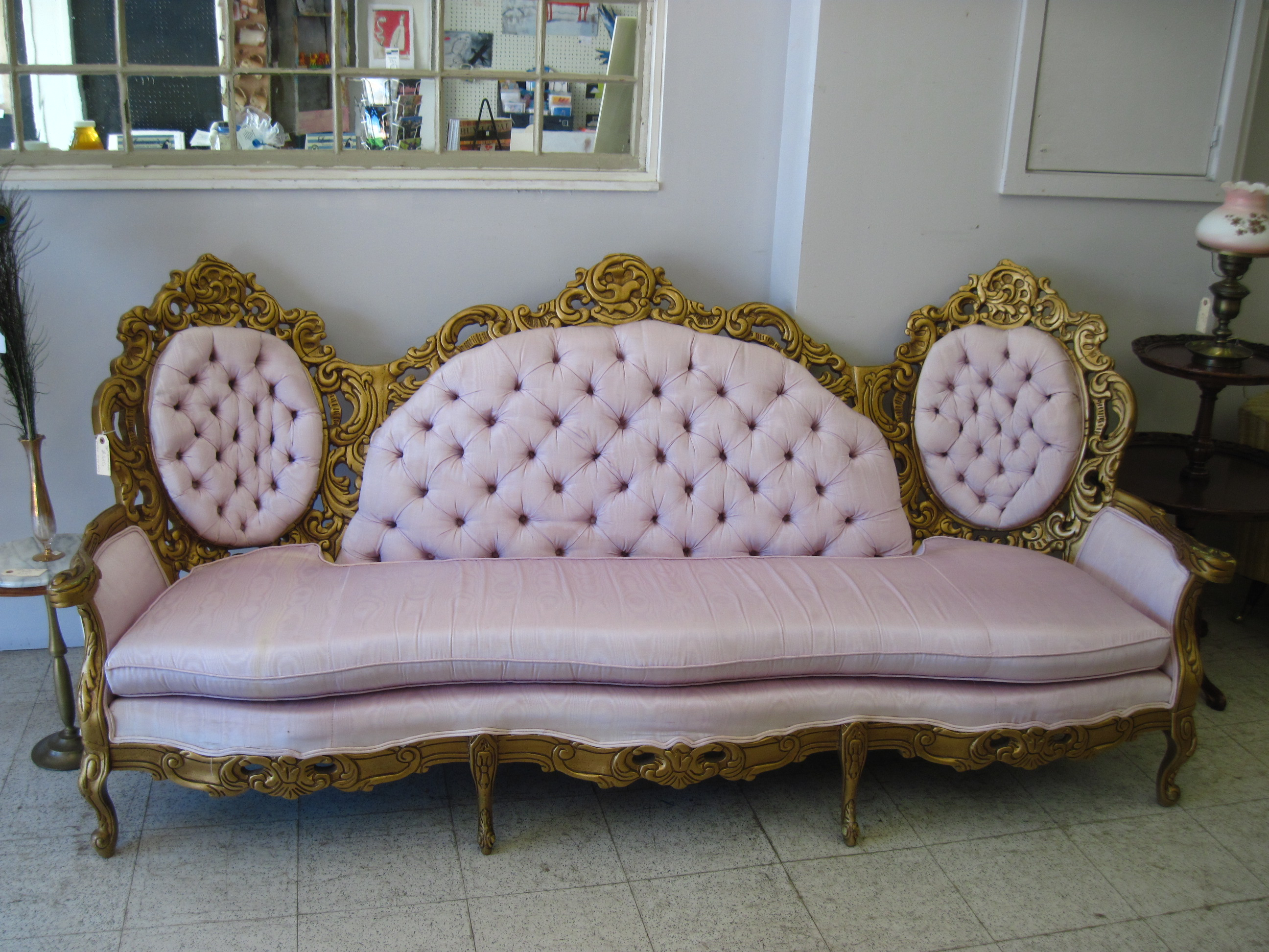 have queen anne couch for luxurious detail in your house