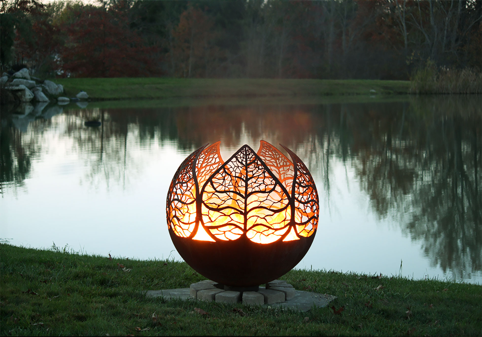 Unique Fire Pits for Any Outdoor Areas - HomesFeed on Outdoor Fireplace Pit id=85728