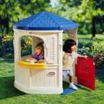 Little tikes playhouse model with half way door model