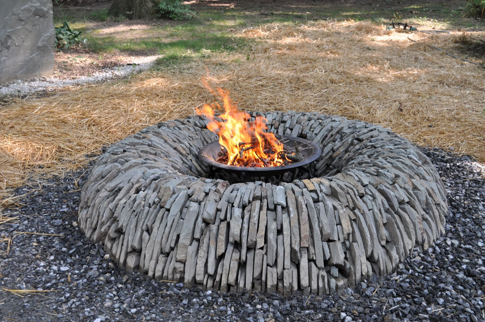 Unique Fire Pits for Any Outdoor Areas - HomesFeed on Outdoor Fireplace Pit id=38813