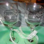 Wedding-Toast-Gold-Rim-Wine-Glass-Bride-and-Groom-Hearts-Set-and-a-handmade-item-with-glass-and-etch-cream-materials-also-made-to-order
