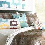 mid century modern bedding idea with fun colors and earthy brown bedcover