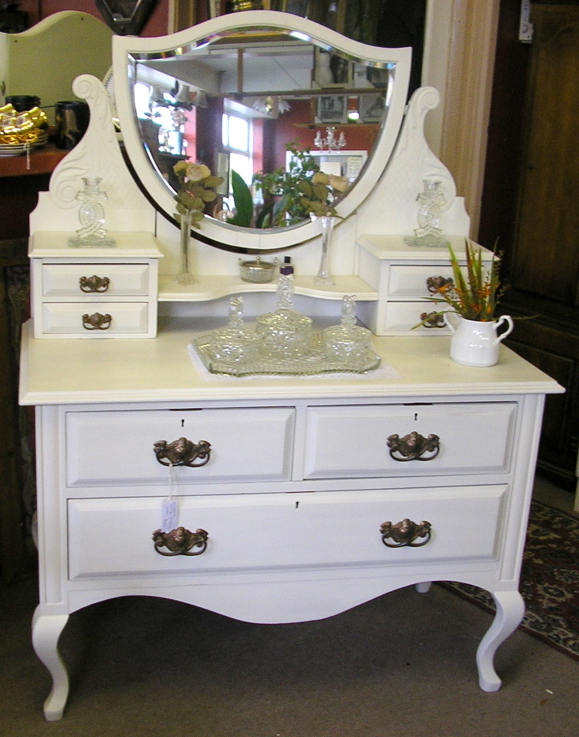 Modern dressing table with mirror vintage and modern for How to dress a table