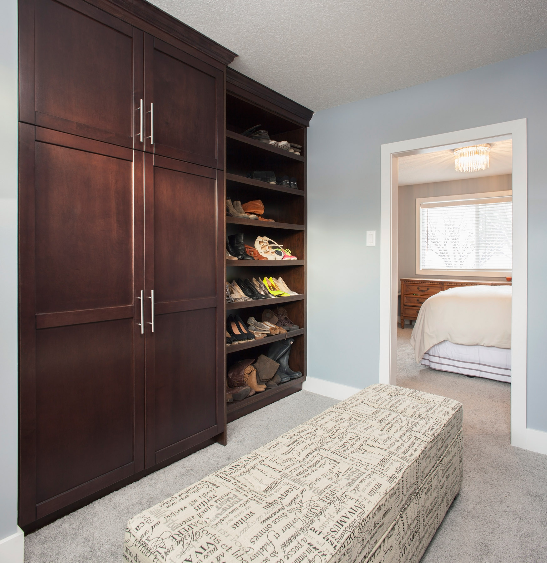 walk in closet master bedroom the best way of decorating master bedroom with walk in 20072