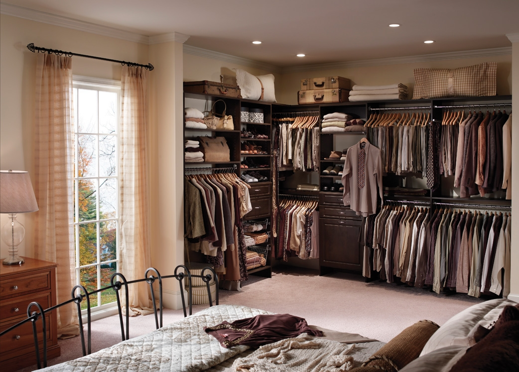 Super Crowded Master Bedroom Design With Walk In Closet Modern Style Storage Bin And