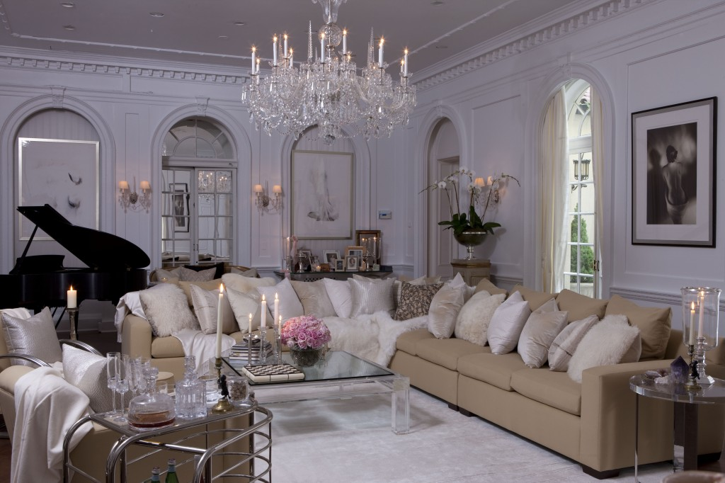 Amazing Old Hollywood Glamour Decor With Crystal Chandelier
