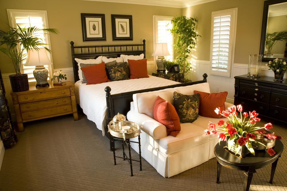 Comfortable Chairs for Bedroom Sitting Area - HomesFeed