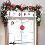 Decorative window frame idea for welcoming Christmas