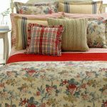 Floral theme Lake House bedding set idea