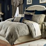 Luxurious bed comforter set with classic motif for cal king bed