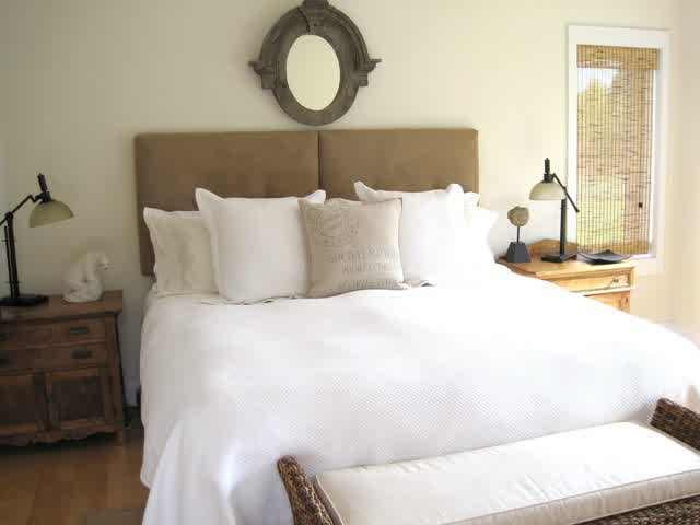 broad selections of wall mounted headboards homesfeed. Black Bedroom Furniture Sets. Home Design Ideas