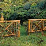 Simple decorative wood fence idea