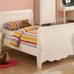Single Sleigh bed frame in white for kid