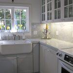 Awesome Modern Kitchen Set With Marble Backsplash Carrara