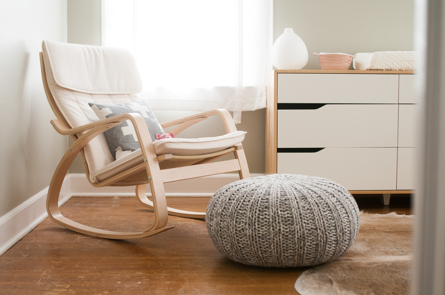 low priced 8af36 352eb Modern Rocking Chair For Nursery | HomesFeed