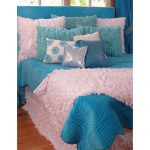 White and turquoise bedding set idea with fluffy materials