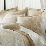 Beige and white bedding set idea for luxurious bed