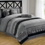 Cozy and luxurious gray black bedding set idea for modern bedroom