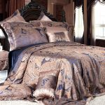 Glossy gold bedding set with luxurious motifs