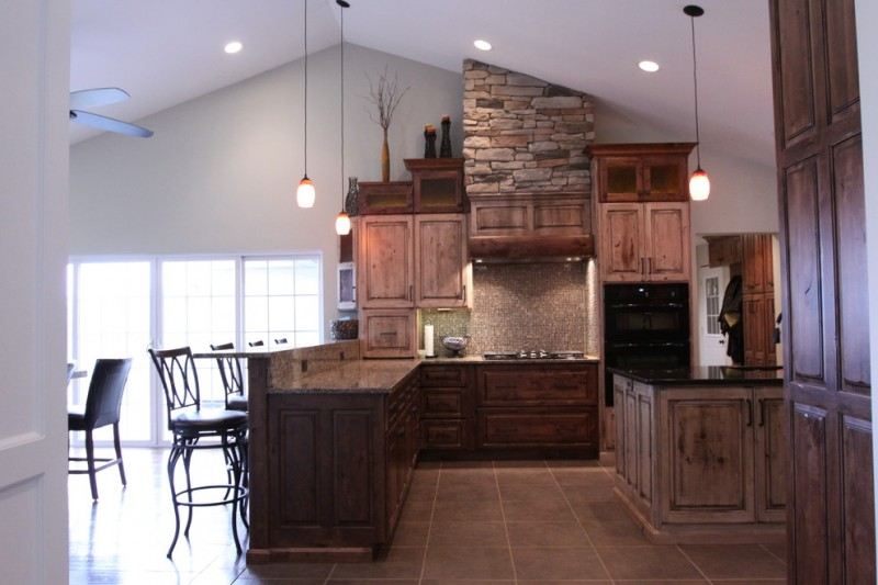 rustic modern kitchen style U shaped kitchen counter reclaimed wood cabinets modern kitchen appliances in black modern pendant lamps