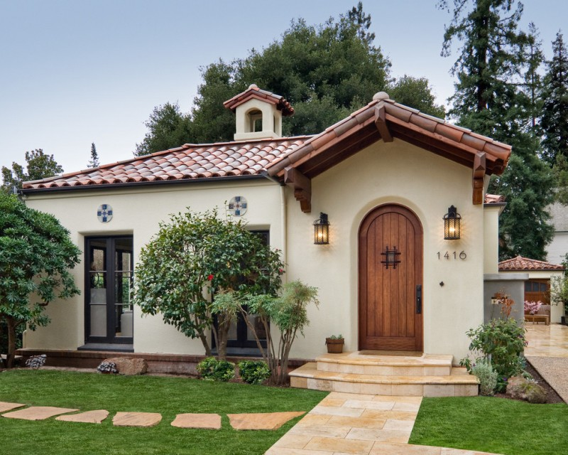 stucco finishing house in Tuscan style