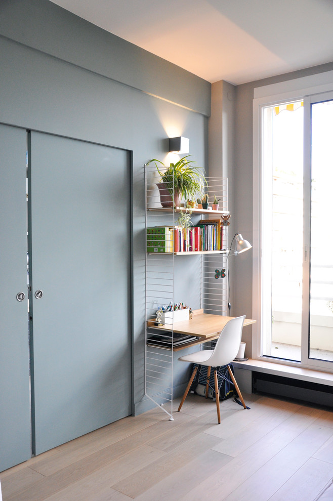 corner narrow working space lighteight metal rack with floating wood desk mid century modern side chair with wood legs