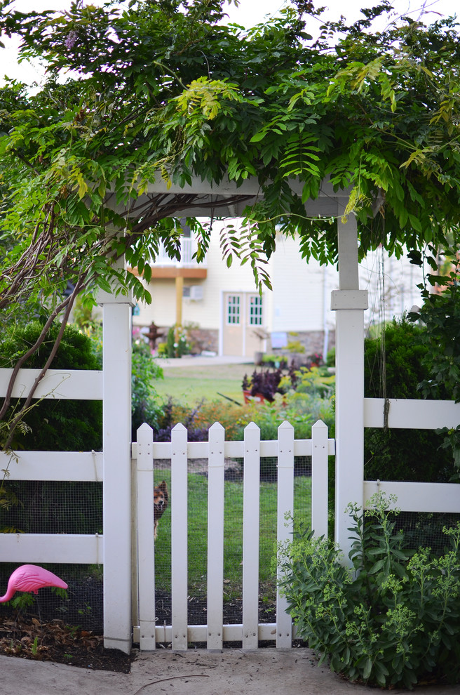 eclectic landscaping idea white traditional fencing idea with lightweight metal nets