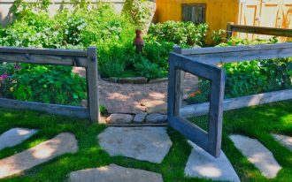 eclecting backyard landscaping idea shabby and stained wood fencing idea with lightweight metal nets support